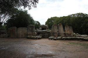 Tomba dei Giganti, olbia. Gianni Careddu, CC BY-SA 4.0 , via Wikimedia Commons